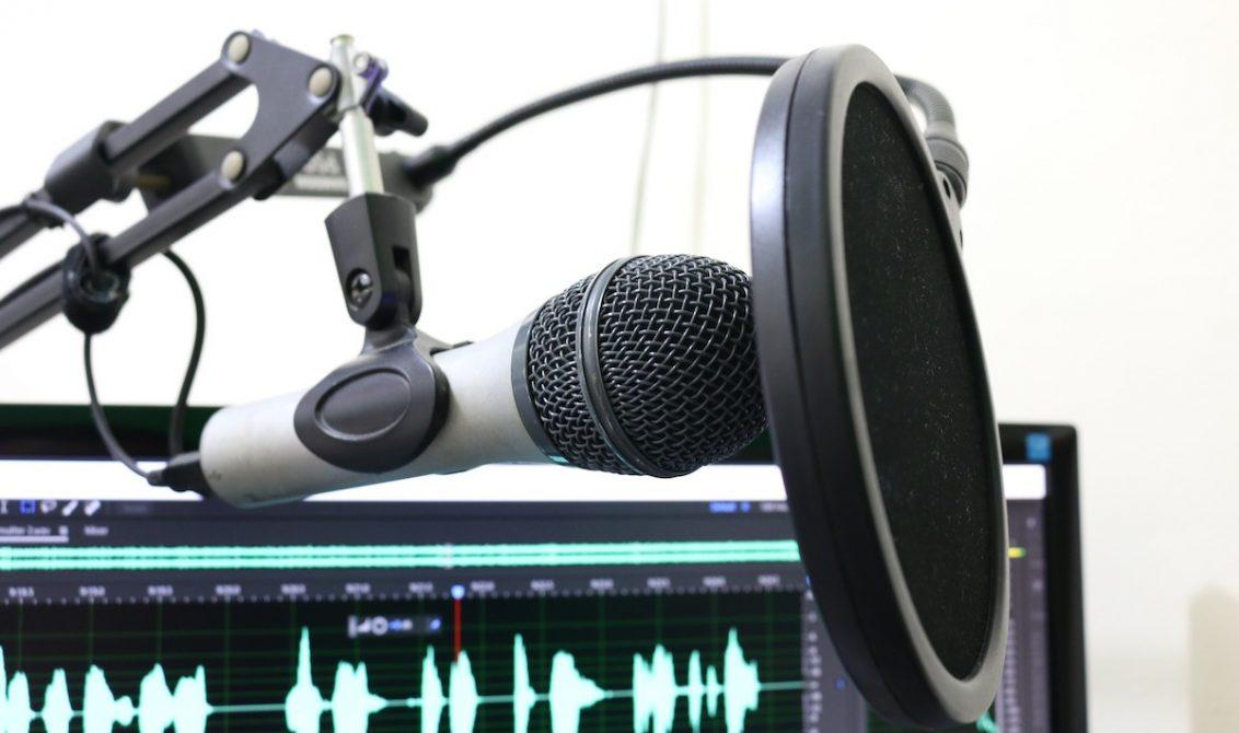 Como divulgar seu álbum com um podcast